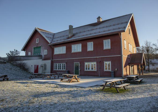 Hils på dyrene på Nordre Lindeberg gård