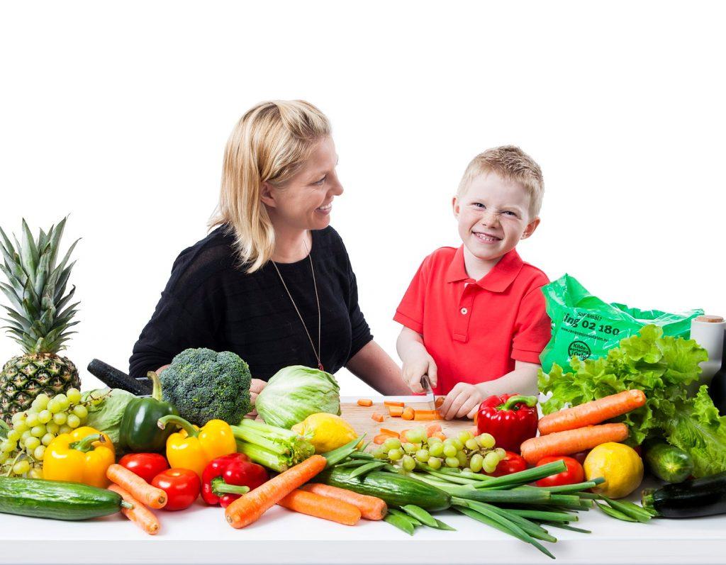 Hver nordmann kaster i gjennomsnitt 42,6 kg spiselig mat i året, noe som tilsvarer hver åttende handlepose vi kjøper inn.