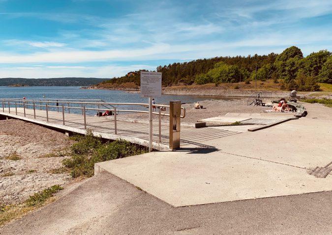 Solvikbukta badeplass for funksjonshemmede ligger sørøst på Malmøya.